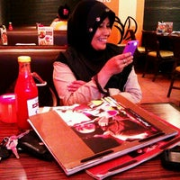Photo taken at Pizza Hut by Chandra I. on 10/21/2011
