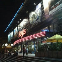 Photo taken at Cine Hoyts by Ricardo on 12/31/2011
