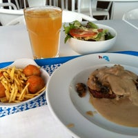 Photo taken at H3 Hambúrguer Gourmet by Dorisled M. on 6/13/2012