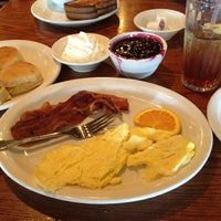 Photo taken at Cracker Barrel Old Country Store by Jon T. on 8/11/2012