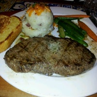 Photo taken at Chilis Texas Grill by mariajanice on 8/12/2012