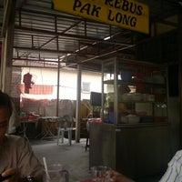 Photo taken at Mee Rebus Pak Long by azrul i. on 5/7/2012