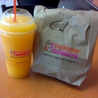 Photo taken at Dunkin' Donuts by Reinaldo D. on 8/6/2012