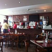Photo taken at Happy's Pizza by Jesús Eduardo on 8/19/2012