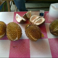 Photo taken at Pusat Durian Tepian Sungai Mahakam by Ayu P. on 2/24/2012