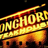 Photo taken at LongHorn Steakhouse by Frank G. on 11/30/2011