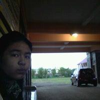 Photo taken at SMA Negeri 21 Makassar by Theresia Gabriella R. on 8/1/2012