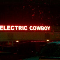 Photo taken at Electric Cowboy - Country and Dance Nightclub by Avgerage T. on 11/3/2011