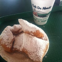 Photo taken at Café Du Monde by Laura F. on 3/31/2012