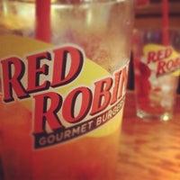 Photo taken at Red Robin Gourmet Burgers by Joheidi M. on 6/6/2012