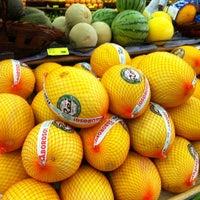 Photo taken at Ki-Frutas by Rudel T. on 1/28/2012