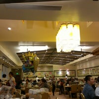 Photo taken at Saigon Seafood Harbor by Liming Y. on 8/5/2012