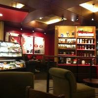 Photo taken at Starbucks by Jinnie L. on 12/31/2010