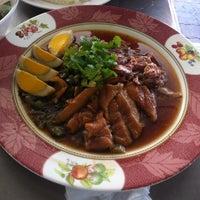 Photo taken at ขาหมูเมืองทอง by Phuthong M. on 12/1/2011