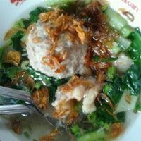 Photo taken at Pondok Bakso Batan Indah by Ovie S. on 11/11/2011