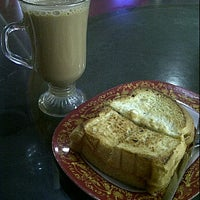 Photo taken at Warkop Phoenam by andi a. on 10/29/2011
