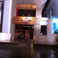 Photo taken at Yoi! Rolls & Temaki by Rodolfo N. on 4/4/2011