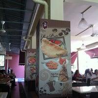 Photo taken at Mr Teh Tarik Eating House by Derek L. on 4/25/2012