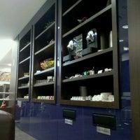 Photo taken at Lounge HSBC Premier by Steffan N. on 7/4/2012