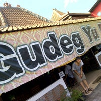 Photo taken at Gudeg Yu Djum by Hendra L. on 7/27/2012