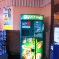 Photo taken at Giant Eagle Supermarket by Wulfgar D. on 7/5/2012