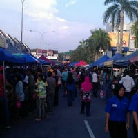 Photo taken at Pasar Malam TTDI by Ainul Khalidah Idura M. on 4/1/2012