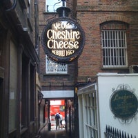 Photo taken at Ye Olde Cheshire Cheese by Lukas Z. on 7/1/2011
