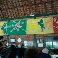Photo taken at Ayam Goreng Lombok Idjo by Dedi S. on 3/10/2012