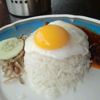 Photo taken at Restoran Al-Ali Bistro by Nad A. on 9/24/2011