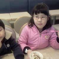 Photo taken at DUNKIN' DONUTS by Gyeonghwan M. on 11/20/2011