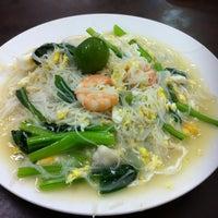 Photo taken at You Huak Restaurant (Sembawang White Beehoon 三巴旺白米粉) by Bruce L. on 3/5/2012