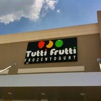 Photo taken at Tutti Frutti Frozen Yogurt by Abel S. on 5/17/2012