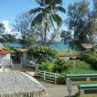 Photo taken at Kalapaki Beach Hut Burgers by Chuck L. on 10/29/2011