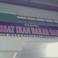 Photo taken at Pusat Ikan Bakar Pl Ratu by Nahara K. on 8/21/2012