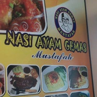 Photo taken at Restoran Nasi Ayam Gemas Mustafah by Izza N. on 10/23/2011