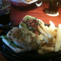 Photo taken at Red Robin Gourmet Burgers by Ana Paula M. on 8/22/2011