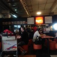 Photo taken at Hanis Cafe & Bakery by Karon on 8/18/2012