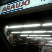 Photo taken at Drogaria Araujo by Hugo D. on 8/22/2011