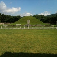 Photo taken at Tomb of King Suro by 석준 이. on 8/18/2012