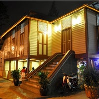 Photo taken at Rumah Tamu Datin Halijah @ Naili's Place Sentul by Ali Yahaya A. on 7/24/2012