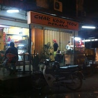 Photo taken at Bob's Corner Sec.18 by Azlan Hanif M. on 11/30/2011