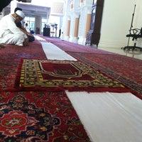 Photo taken at Masjid Jamek Sultan Abdul Aziz by Halim on 8/12/2011
