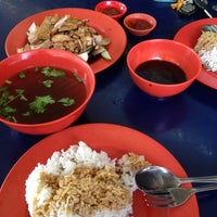 Photo taken at Soon Kee Duck Rice Eating House 顺记餐室 by Tiaoli T. on 3/21/2012