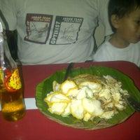 Photo taken at Nasi Goreng Gondrong by Dorthia C. on 2/9/2012