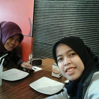Photo taken at Pizza Hut by Okta P. on 3/5/2012