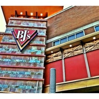 Photo taken at BJ's Restaurant and Brewhouse by Do N. on 8/28/2012