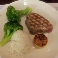 Photo taken at Legal Sea Foods by Guillermo A. on 7/20/2012