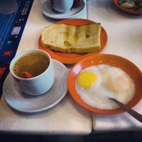Photo taken at Ya Kun Kaya Toast by aristoTuEY c. on 4/15/2012