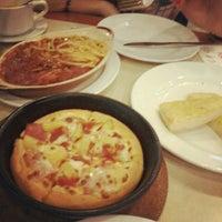 Photo taken at Pizza Hut by Yanessa Shannen T. on 7/7/2012
