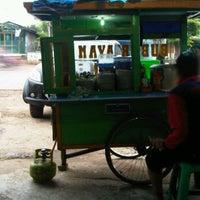 Photo taken at Bubur Ayam Cirebon by Deni F. on 3/13/2012